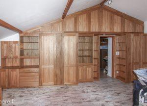 Aménagement rangement intégral d'un mur plafond sous-pente