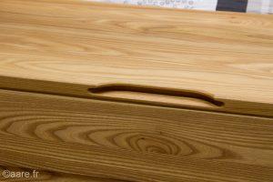 Poignée intégrée du coffre de rangement en bois