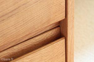 prises de main intégrées sur tiroir, meuble bas en chene massif