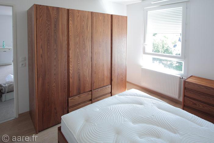 armoire 4 portes et 4 tiroirs orme massif sur mesure