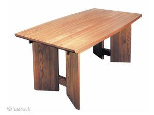 Vue de la table de salle à manger rectangulaire Ariane en orme massif